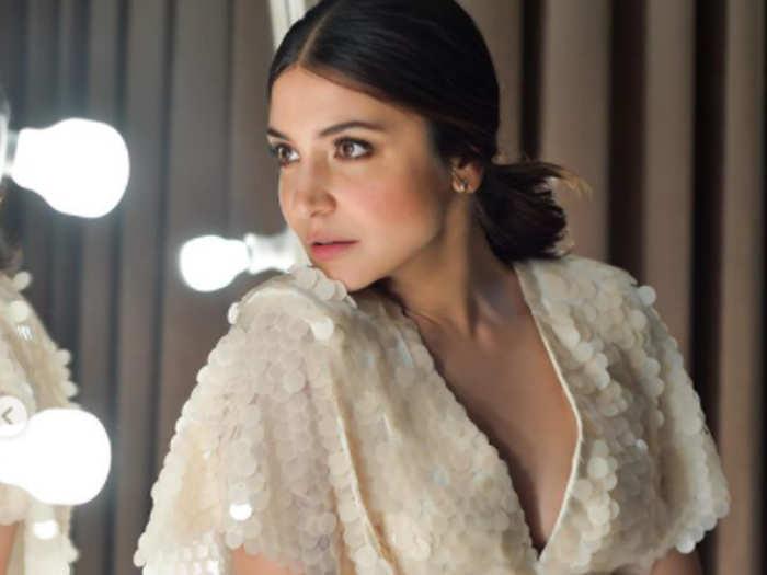 Anushka Sharma Cannot Get Over Bachpan Ka Pyaar Viral Vide