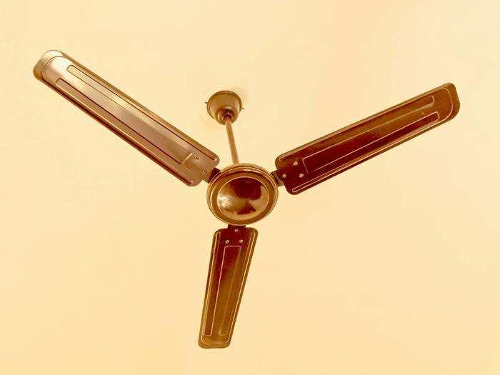 हाई स्पीड और एंटी डस्ट बॉडी वाले ये Ceiling Fans लो वोल्टेज में भी देते हैं अच्छी हवा