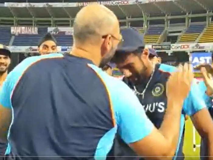 IND vs SL 3rd T20: चोटिल नवदीप सैनी प्लेइंग इलेवन से बाहर, नवदीप सैनी ने किया डेब्यू