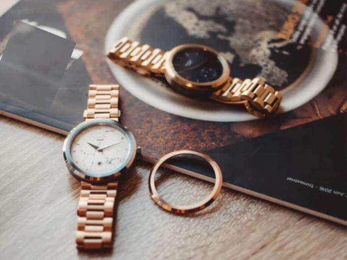 स्पेशल ऑकेजन पर पहनने के लिए बेस्ट हैं ये ब्रांडेड Round Case Women Watches, मिल रहा है भारी डिस्काउंट