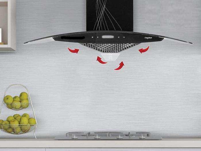 अपने किचन से डीप फ्राइंग और ग्रिलिंग के हानिकारक स्मोक को बाहर करेंगी ये Auto Clean Kitchen Chimney