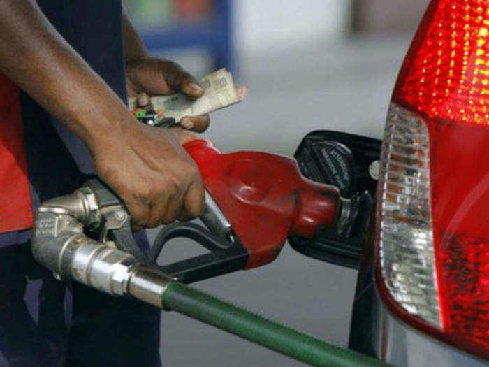 टैक्सेज के कारण पेट्रोल और डीजल की खुदरा कीमत कहीं अधिक है।