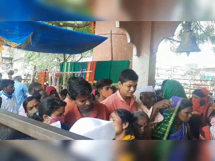 crowds of devotees flock to the fair in nevasa taluka in ahmednagar despite the increase in corona