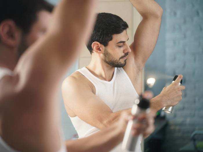 इस्तेमाल करें ये लॉन्ग लास्टिंग Deodorant, पाएं पसीने की दुर्गंध से छुटकारा