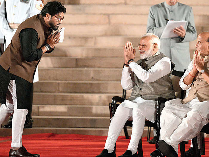 from playback singer to youngest minister of narendra modi government know all about life journey of babul supriyo