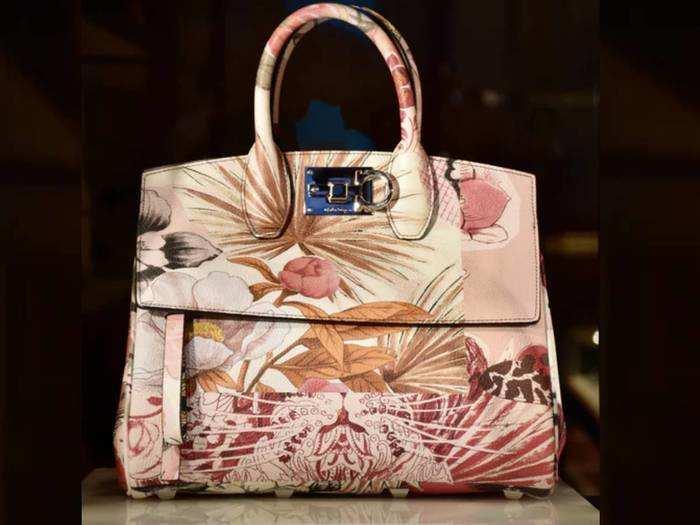 अपने स्टाइल स्टेटमेंट को बनाना है बेहतर तो, इन 5 स्टाइलिश Handbags पर जरूर डालें एक नजर