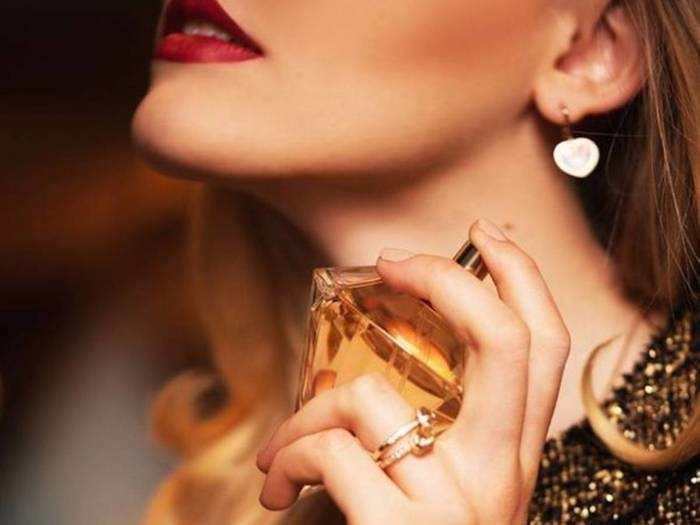 पसीने की दुर्गंध से बचने के लिए लगाएं ये लॉन्ग लास्टिंग Perfume