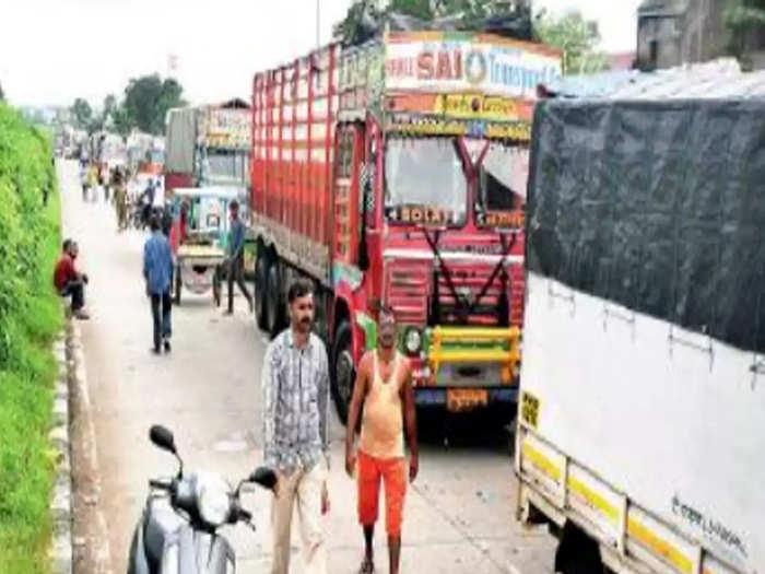 Pune-Bengaluru Highway Traffic