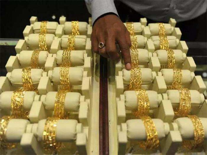 spot gold price tumbled 9566 rupee from its record high, check the latest rate of gold and silver