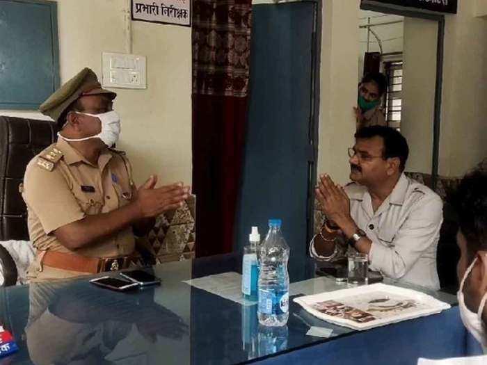 कोतवाल के सामने बीजेपी विधायक ने जोड़ लिए हाथ