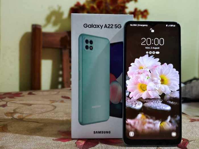 Samsung Galaxy A22 5G box and phone