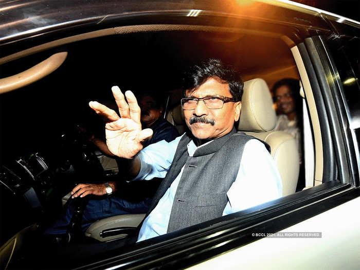 संजय राऊत दिल्लीत राहुल गांधींना का भेटले? ट्वीट करून म्हणाले...