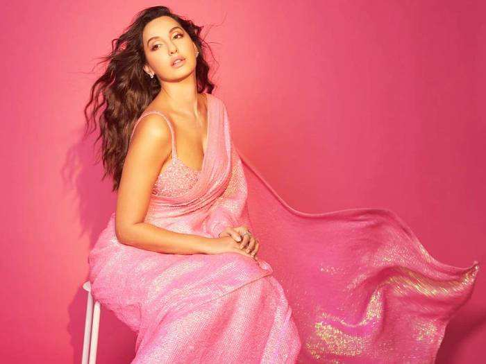 nora fatehi looks stunning in pink akanksha gajria saree for dance deewane