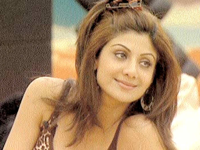 shilpa shetty celebrity big brother 5 actress was badly tortured by housemates and government interfered in racism controversy