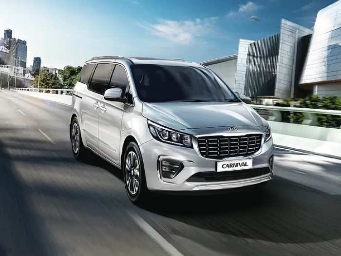 Kia Carnival Price Cut By 3 Lakh 70 Thousand Rupees 1