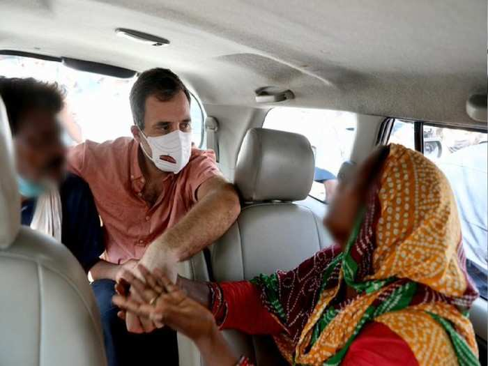 Rahul gandhi with parents rape victim(photo,Twitter@RahulGandhi)