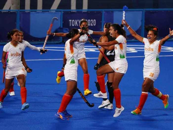 pics and videos of indian womens hockey team playing semifinal match against argentina in tokyo olympic