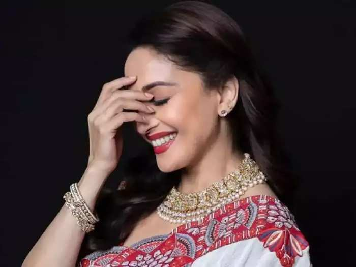 madhuri dixit surprised everyone when she wore bold blouse on purple silk saree