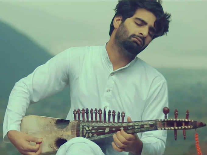 Adnan Manzoor Playing Rubab