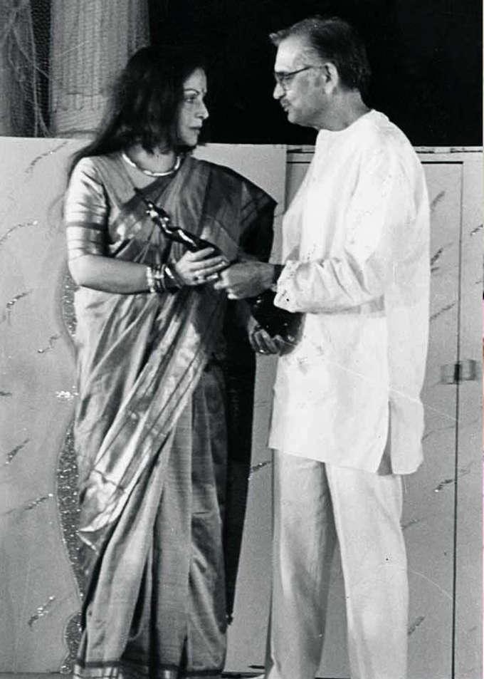 Filmfare Award moment with Gulzar