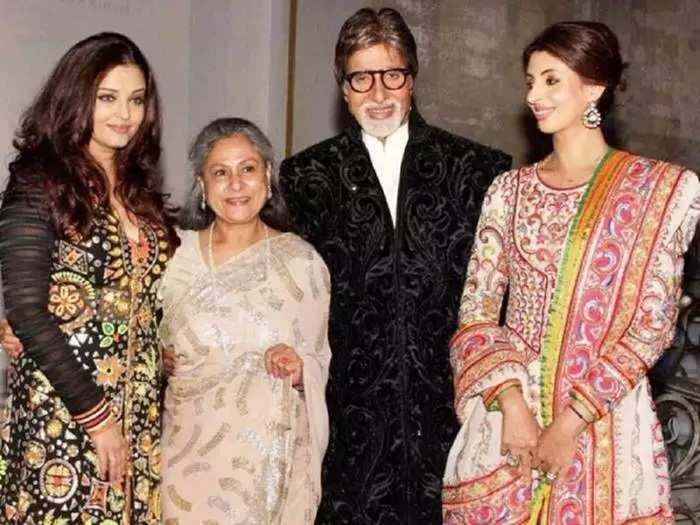 amitabh bachchan daughter shweta bachchan nanda wore bold strapless blouse with red bandhani saree