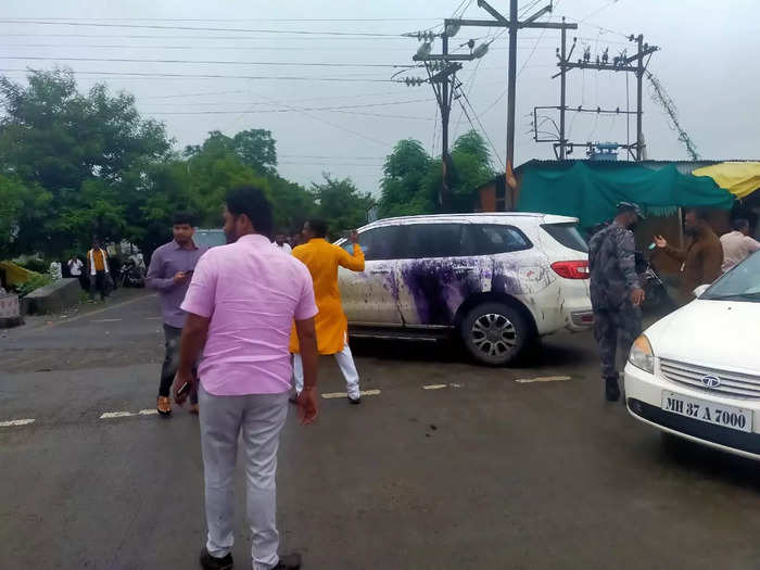 bjp leader kirit somaiya car was pelted with stones and ink in washim