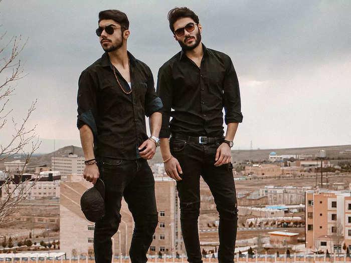 सॉफ्ट और लाइटवेट हैं ये Black Shirts, इन्हें पहनकर दिखें बोल्ड और अट्रैक्टिव