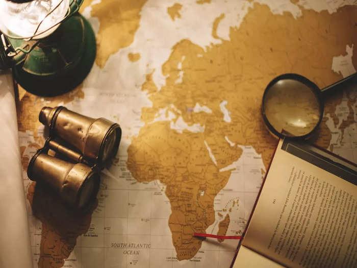 binoculars-magnifying-glass-map