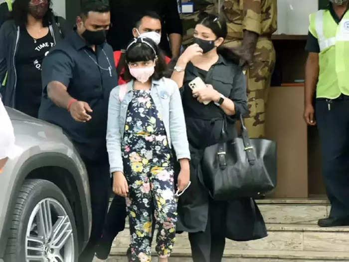 bollywood actress aishwarya rai abhishek bachchan daughter aaradhya bachchan looking cute in floral jumpsuit stylish airport looks