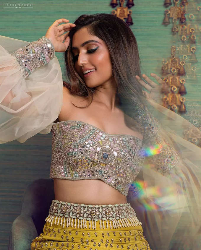நடிகை ரெபா மோனிகா ஜானின் லேட்டஸ்ட் போட்டோஷூட்