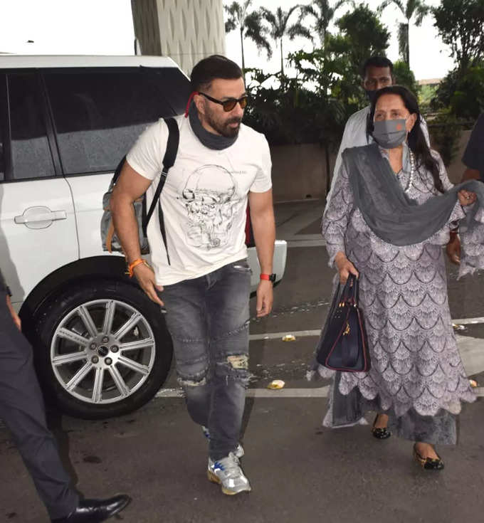 Sunny deol spotted at airport with his mother