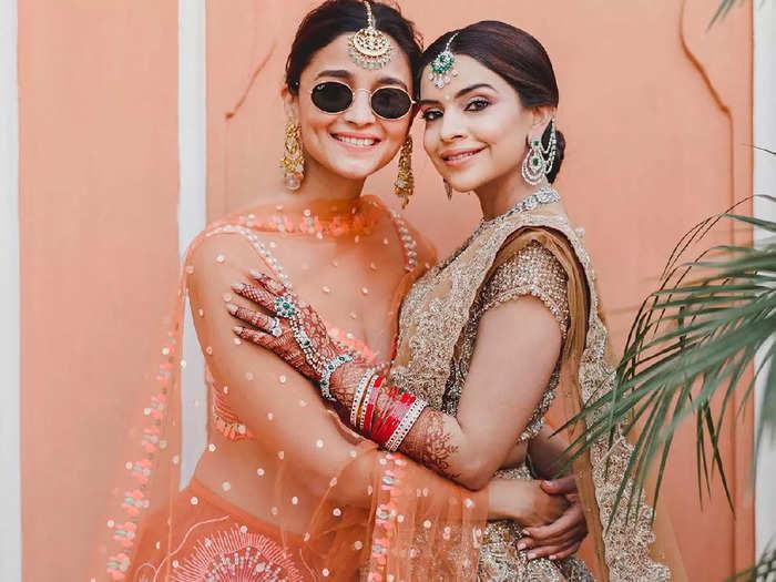 alia bhatt looks drop dead gorgeous in blue saree by manish malhotra at her friend marriage