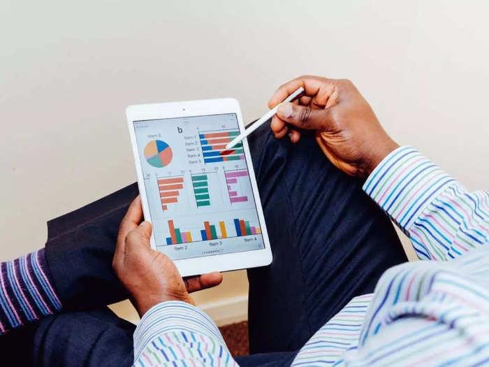 बड़े आराम से करना चाहते हैं ऑफिस वर्क और ऑनलाइन क्लास तो अपनी डेस्क पर रखें ये सस्ते Tabs