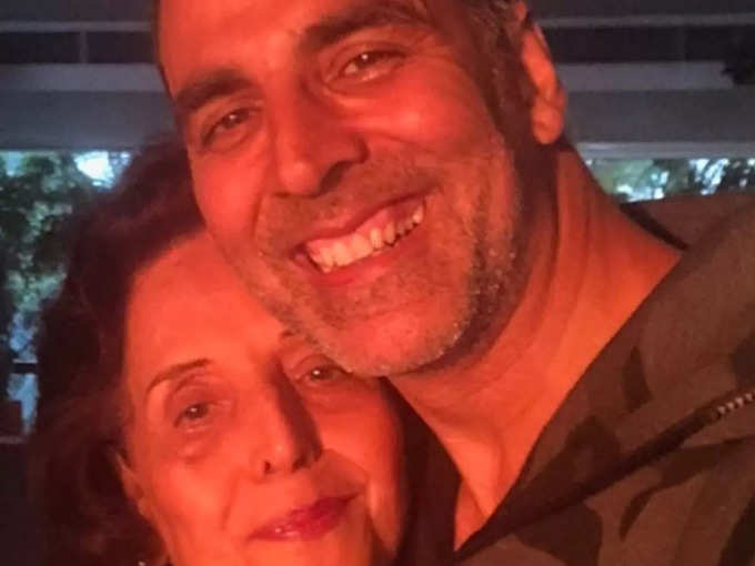 Akshay with mother