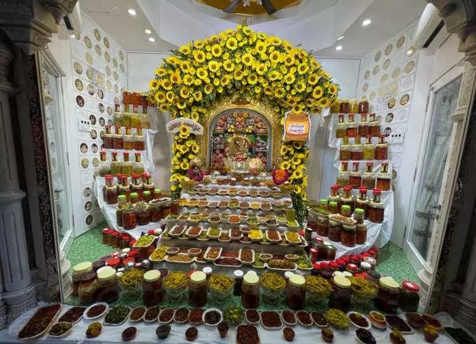 કષ્ટભંજનદેવ હનુમાનજીને 108 પ્રકારના અથાણાંનો ભવ્ય અન્નકૂટ ધરાવાયો