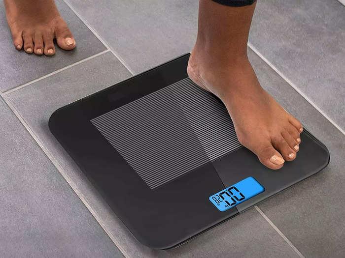 मात्र ₹825 में खरीदे ये 4.5 स्टार की रेटिंग वाली डिजिटल वेट मशीन, घर पर चेक करें अपना वजन