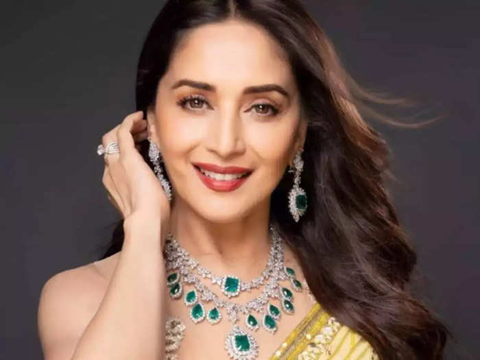 bollywood actress madhuri dixit looks drop dead gorgeous and beautiful in green colour silk saree ganesh chaturthi 2021 special