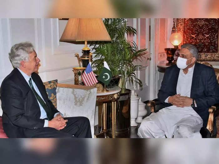 CIA-chief-meet-Pak-army-chi