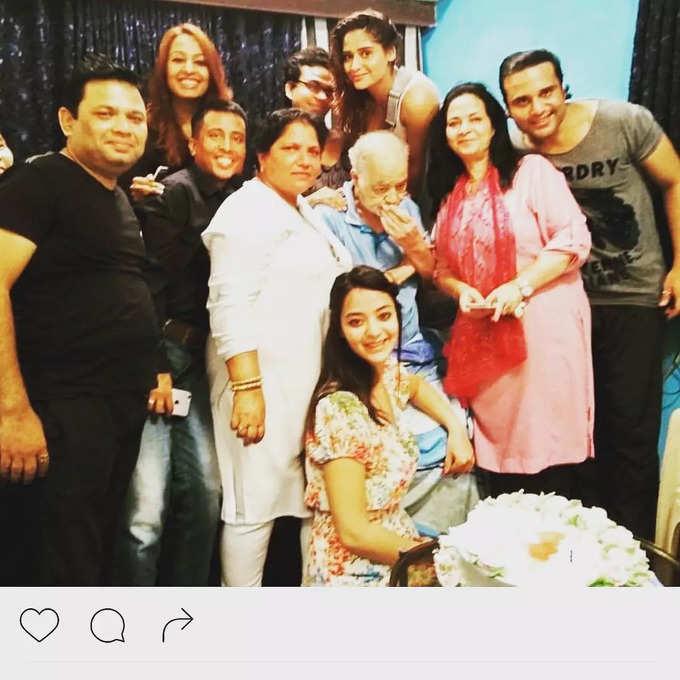 Krushna Abhishek with father and family - photo Instagram@kashmera1