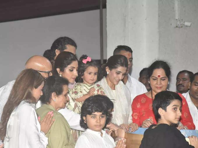 Shilpa's Ganpati immersion with family
