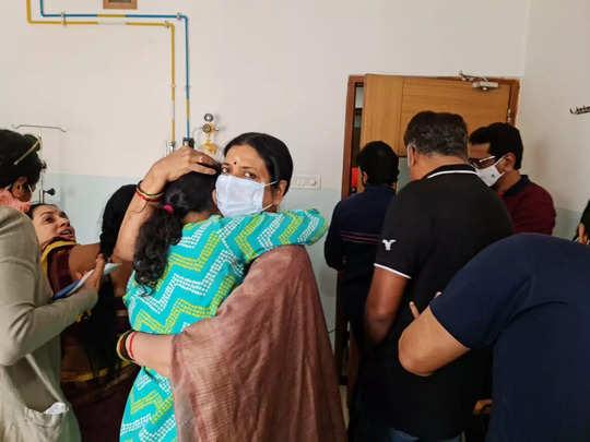Uttej Wife Death: ప్రముఖ నటుడు ఉత్తేజ్ సతీమణి పద్మావతి కన్నుమూత - tollywood actor uttej wife padmavathi passes away   Samayam Telugu