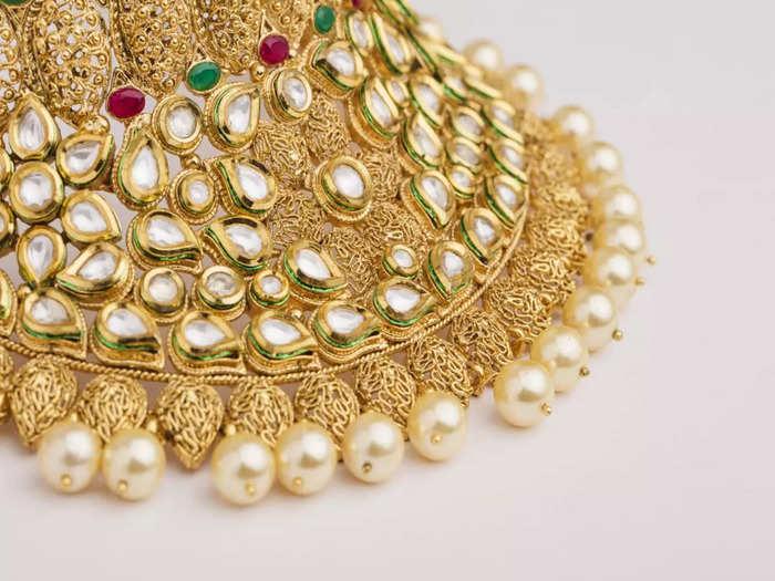 gold price, silver price, gold tumbles 75 rupee in future trade