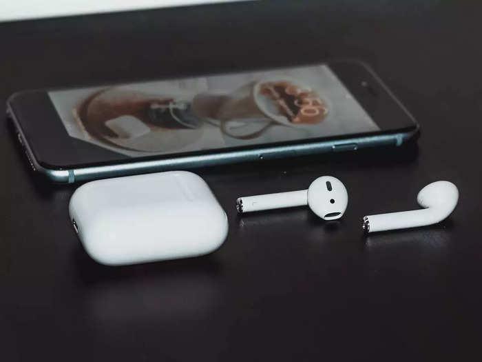 लंबी प्लेलिस्ट के लिए ये हैवी बैटरी वाले Earbuds हैं पर्फेक्ट, देखें यह 5 बेस्ट ऑप्शन