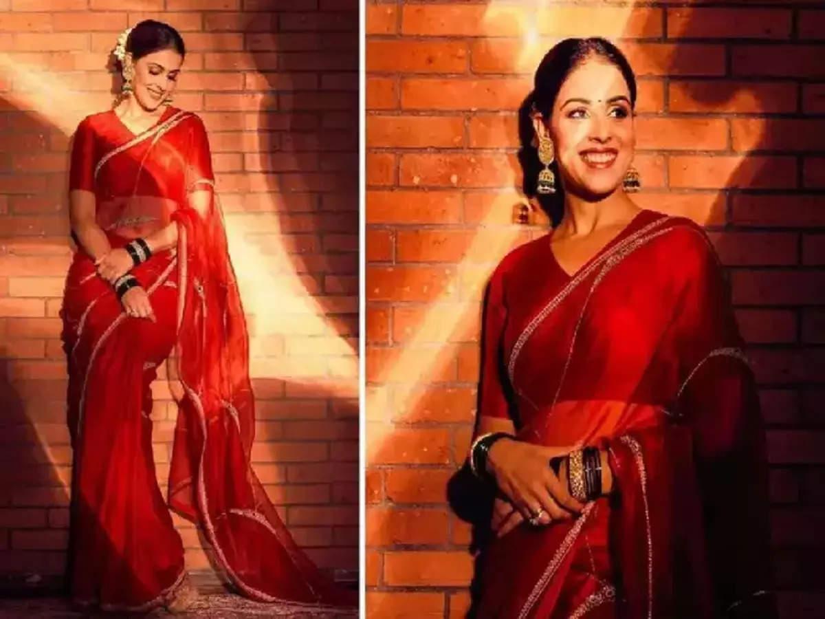 actress genelia dsouza glamorous saree look: जेनेलिया डिसूझाचा लाल रंगाच्या साडीतील मनमोहक मराठमोळा लुक, फोटोवर चाहत्यांकडून प्रेमाचा वर्षाव - Maharashtra Times