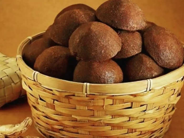 palm jaggery is effective against anaemia as per dietitian and know health benefits of khajoor gur