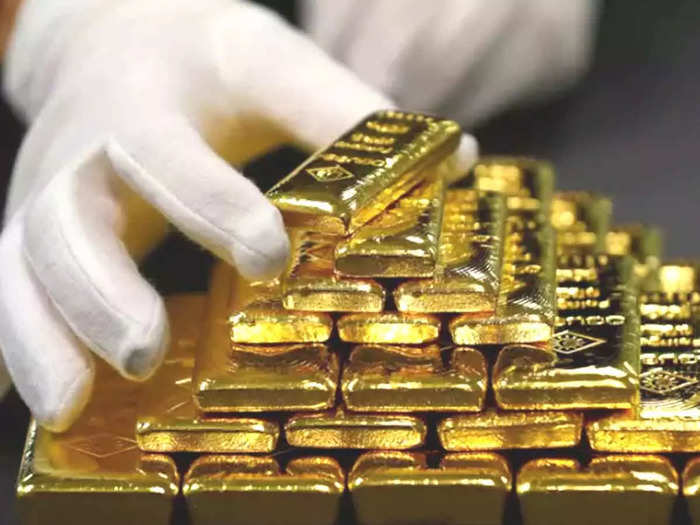 gold price today fall: gold price fall again, now gold is up to rs. 10 thousand cheaper