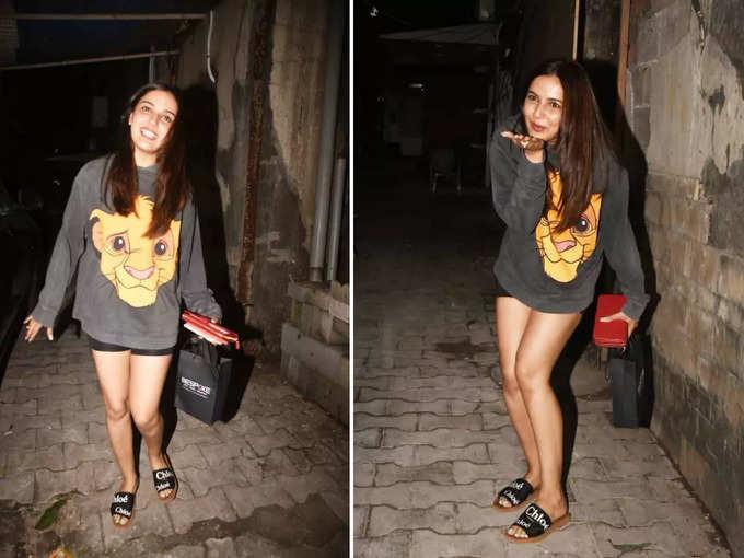 मुंबई की सड़को पर मस्ती करतीं जैस्मिन भसीन