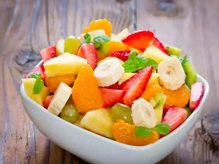 when to eat fruits before or after meal know right way to eat fruits as per health and food coach