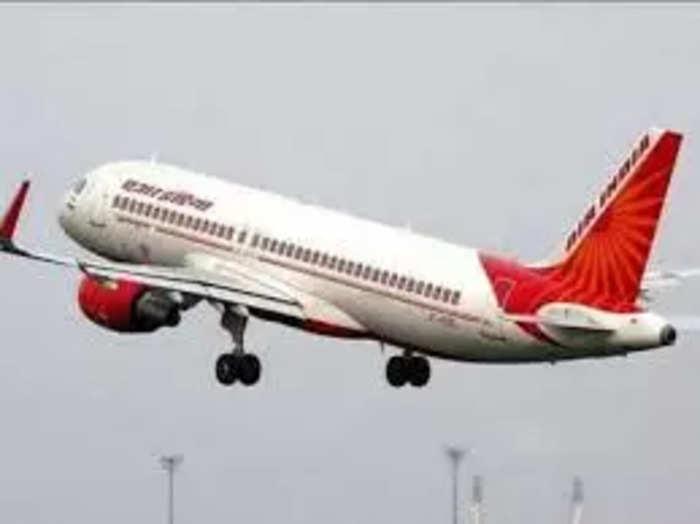 एयर इंडिया को ए320 एयरक्राफ्ट में जे-क्लास कैबिन में 12 सीटें होती हैं।