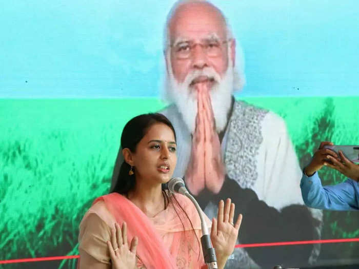 mp pritam munde said that not holding a press conference is a nice quality of pm narendra modi and i like it